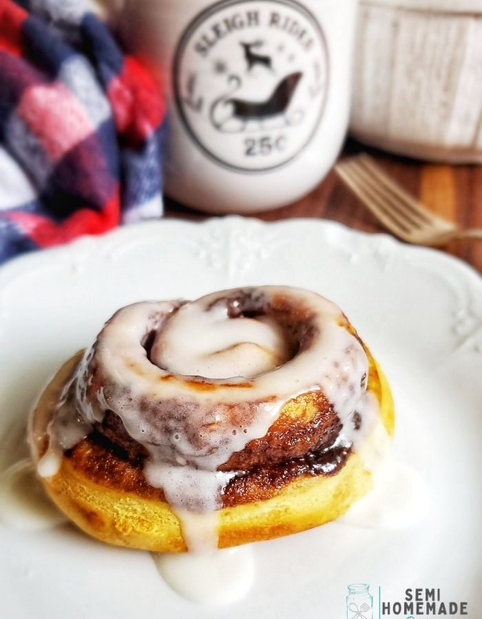 Air Fryer Cinnamon Buns - Use your air fryer for breakfast and makes these super easy Air Fryer Cinnamon Buns!