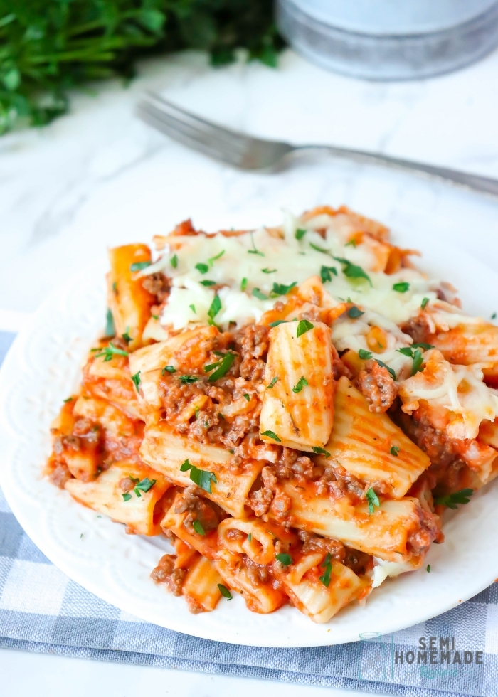 BAKED RIGATONI serving on white plate (1)