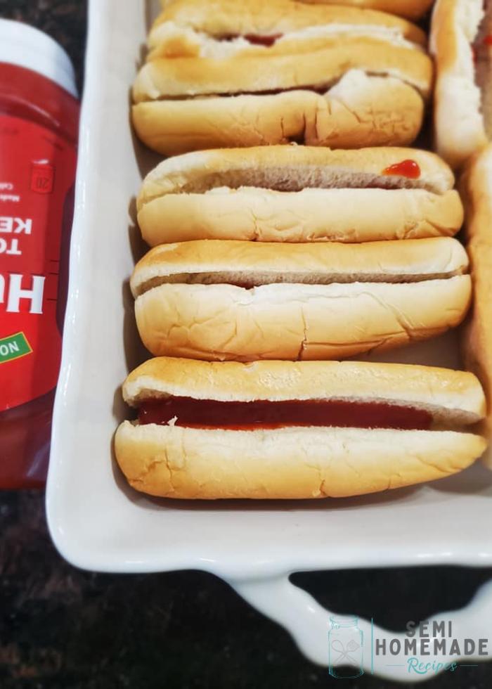 hot dog buns with ketchup