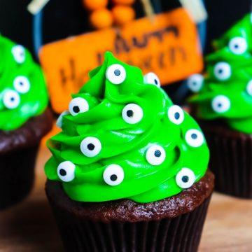 Monster Eyeball Cupcakes (1)